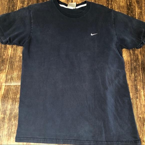 nike small logo t shirt